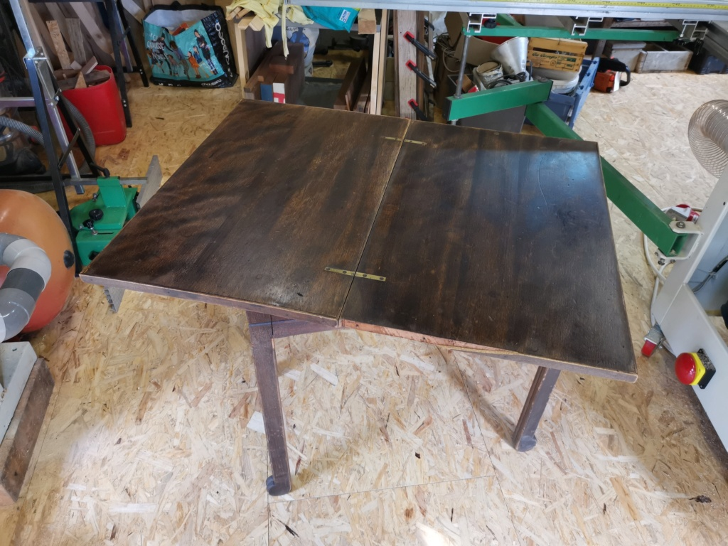 Réparation de divers meubles : stage one : table de bridge pliante et rotative 2020-052