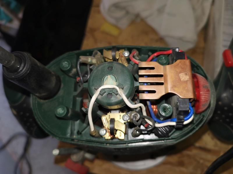 Tentatives de réparation d'électroportatifs divers : défonceuse, aspi, ponceuse, ... table induction ??? Img_2276