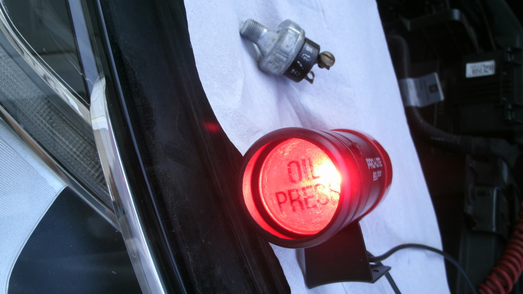 Autometer Pro-Lite 3240 Oil pressure light with sender / switch. Autome10