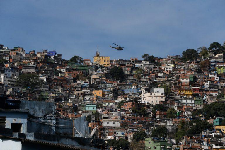 Bolsonaro eleito com 39% dos eleitores - Página 4 Favela10