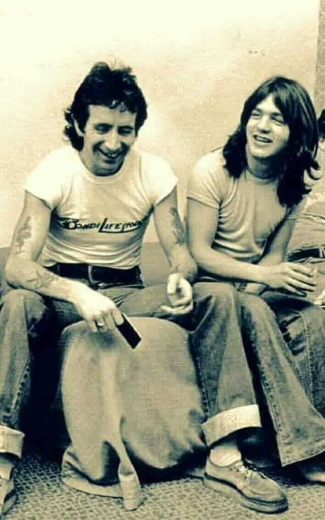 NO FELIPING: los discos de AC/DC de peor a mejor - Página 2 88966b10
