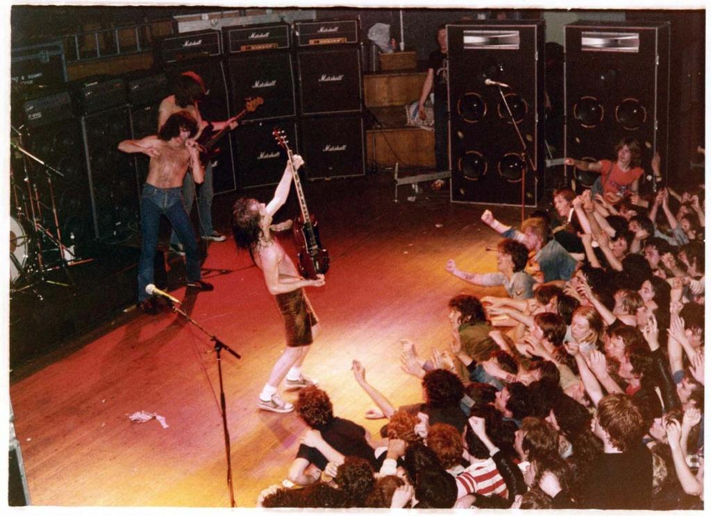 NO FELIPING: los discos de AC/DC de peor a mejor - Página 11 Acdc_b10