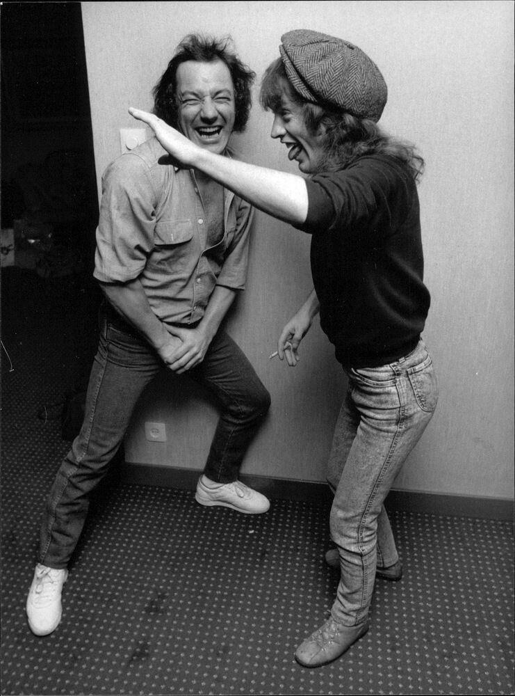 NO FELIPING: los discos de AC/DC de peor a mejor - Página 19 C06aad10