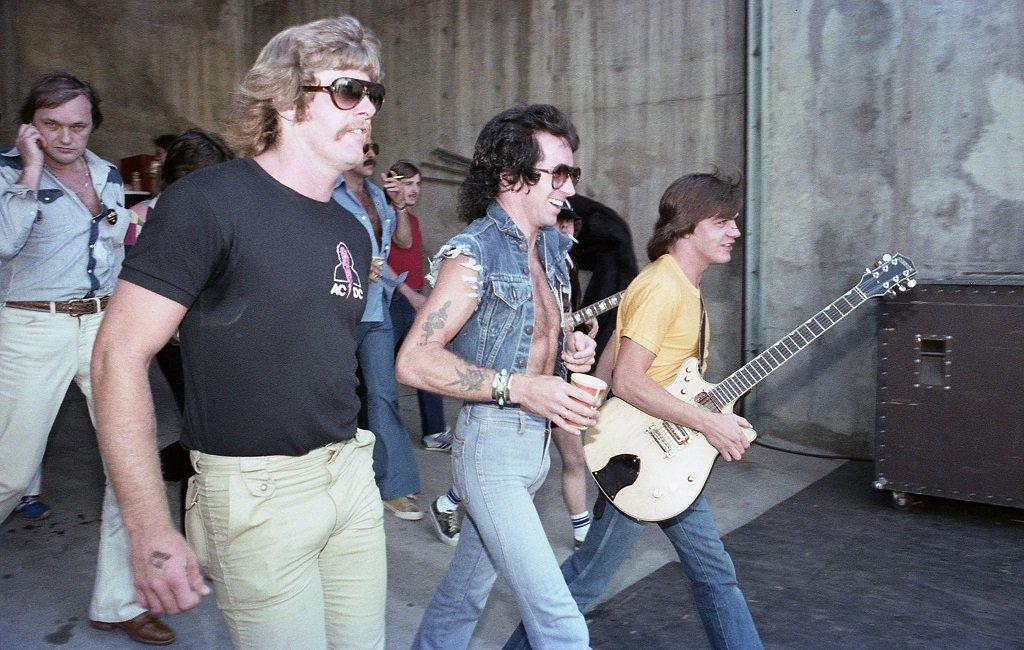 NO FELIPING: los discos de AC/DC de peor a mejor - Página 5 Di00ti10