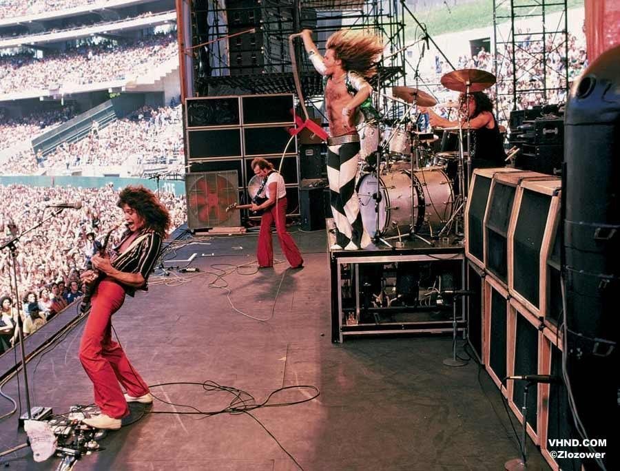 NO FELIPING: los discos de AC/DC de peor a mejor - Página 5 Dog_zl10