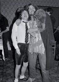 NO FELIPING: los discos de AC/DC de peor a mejor - Página 17 Ozzy_j10