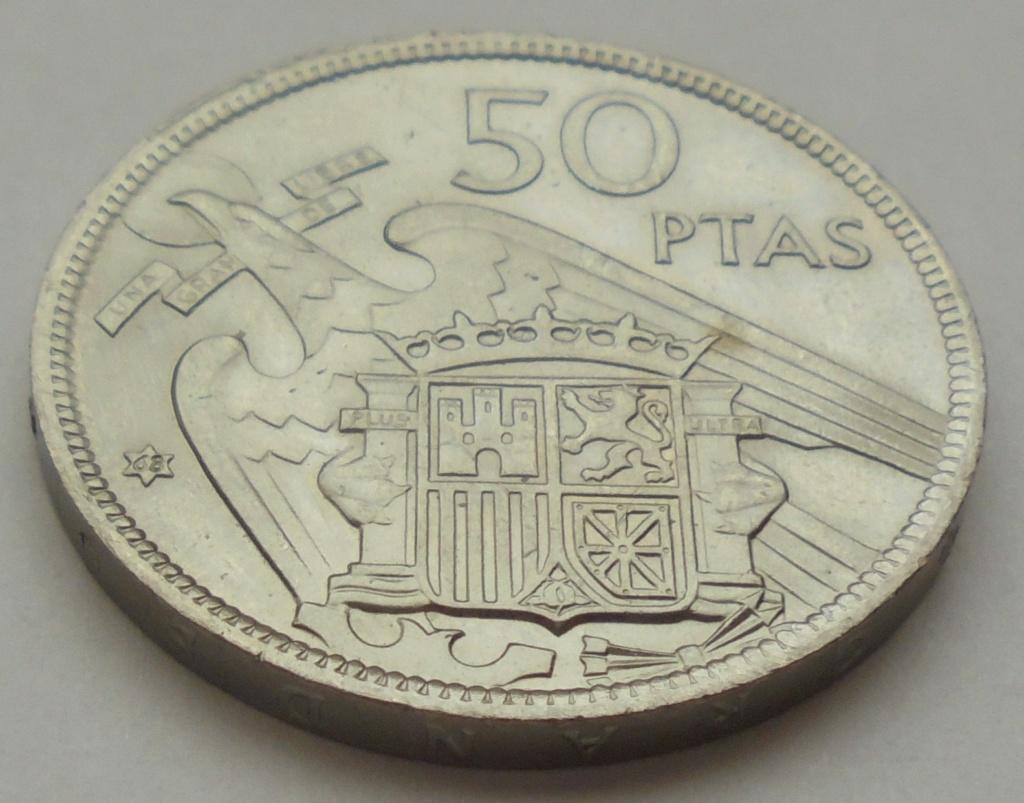 50 pesetas 1957 (*68). Estado Español. Troquelada Dsc08014