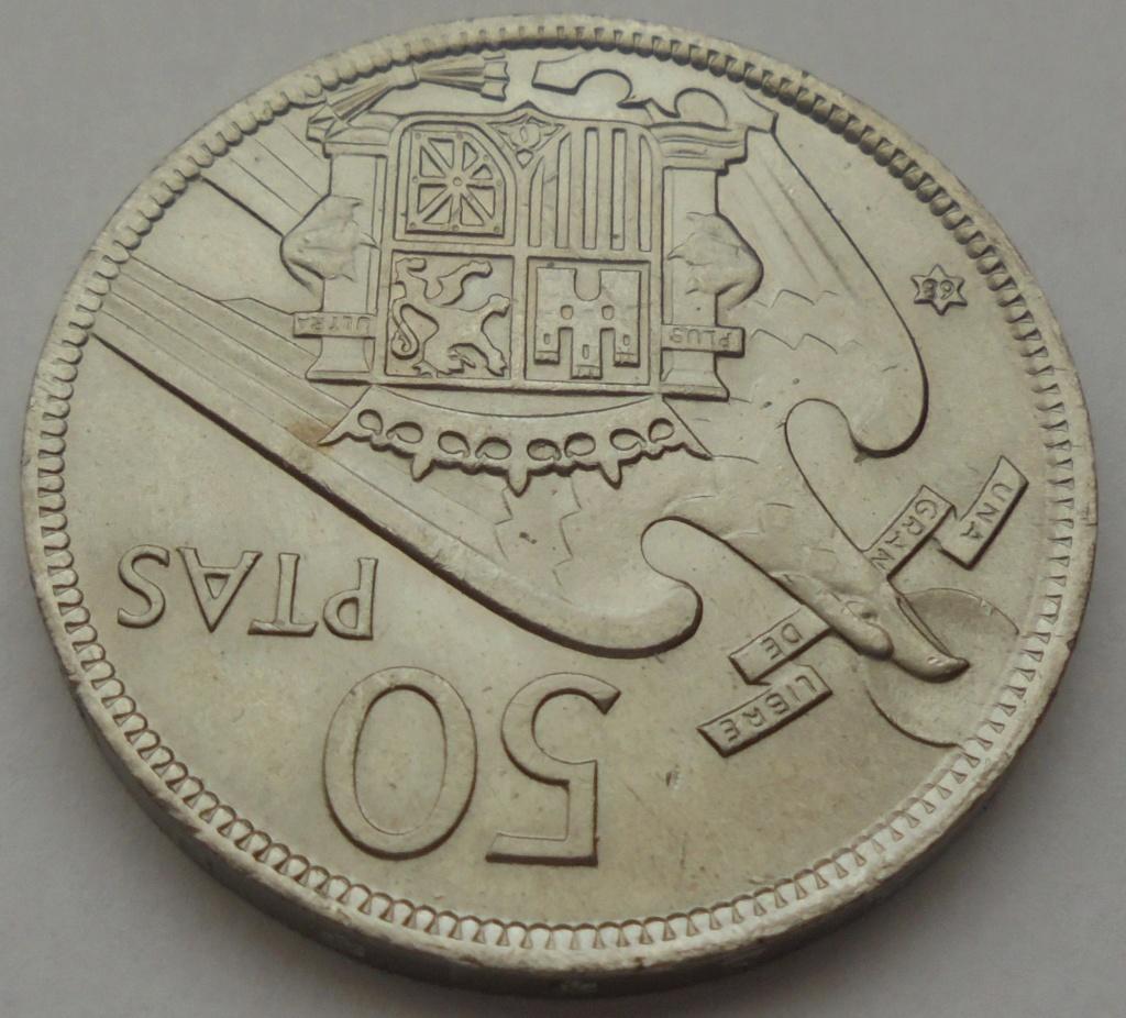 50 pesetas 1957 (*68). Estado Español. Troquelada Dsc08018