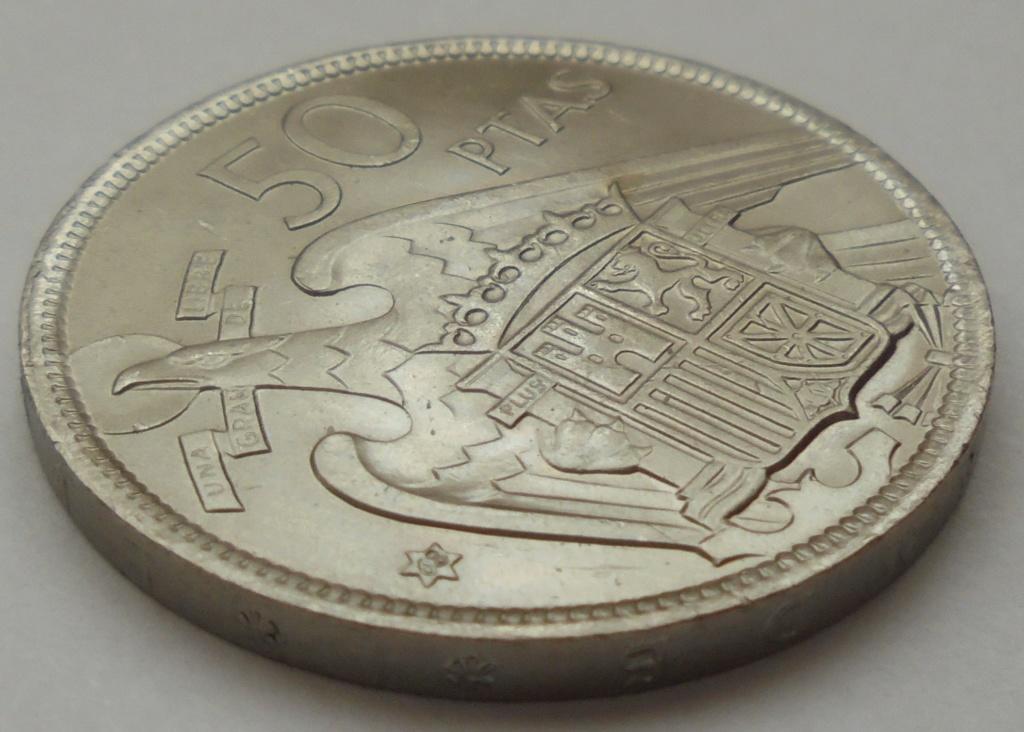 50 pesetas 1957 (*68). Estado Español. Troquelada Dsc08021