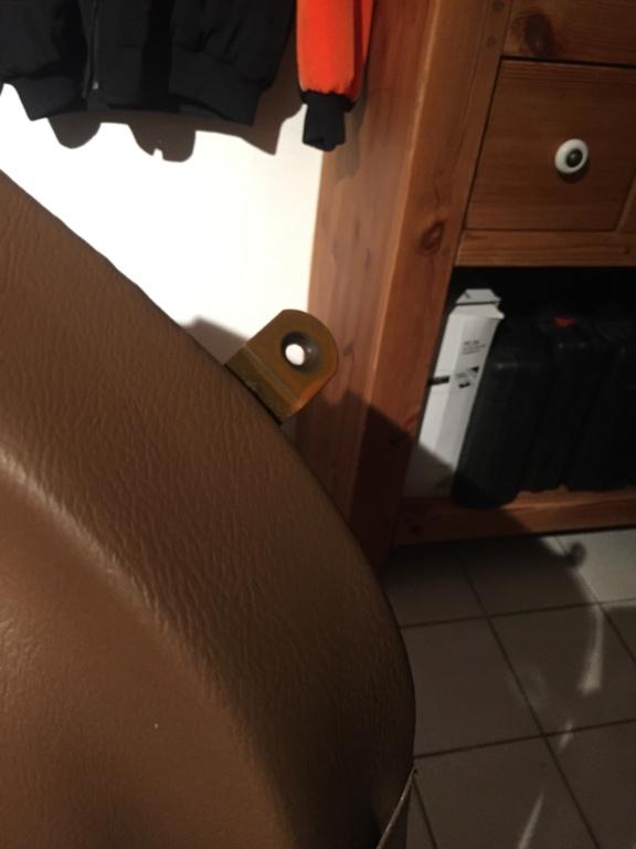 Démontage des garnitures de portes - Page 2 Img_9332