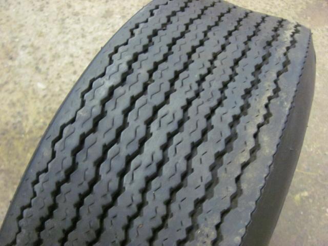 Un sujet pour changer...de pneus ! - Page 3 S-l16016