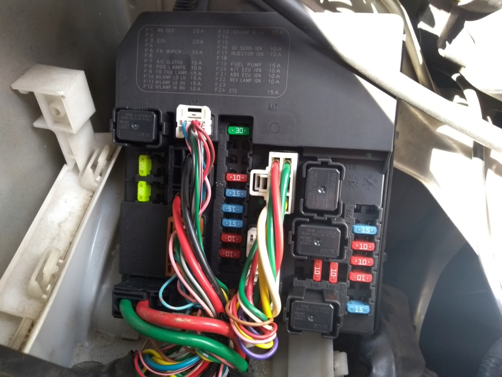 Trocando o Fusível lanternas Traseiras e Dianteira Nissan Livina S Img_2016