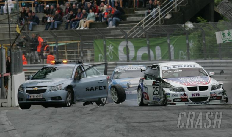 Les insolites du sport automobile. - Page 4 Au505510