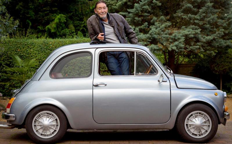 Les personnalités et les voitures Chris-10