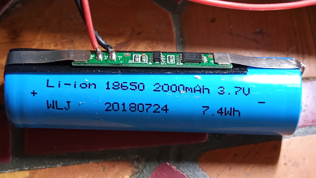 Changer accu d'une lampe LED Accu_b10