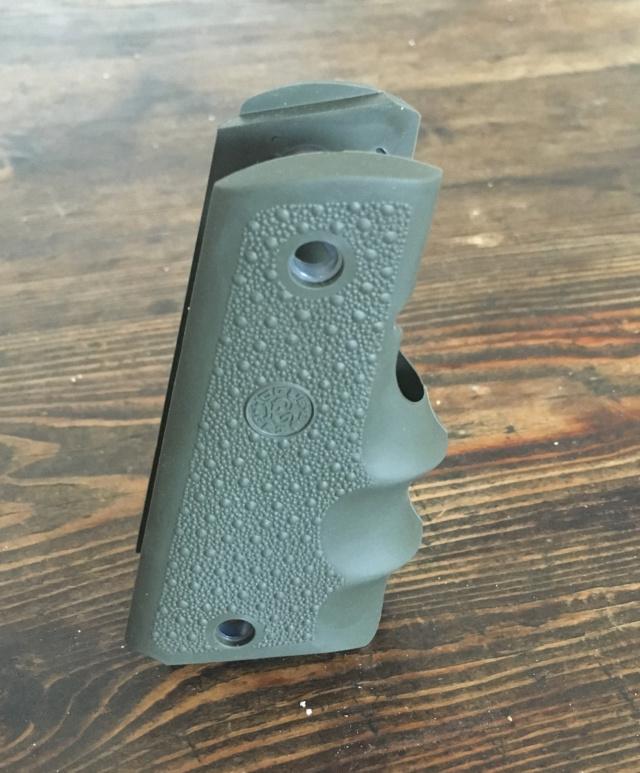 Poignée ergonomique pour HW45 / Colt 1911 Img_6916