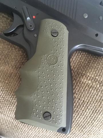 Poignée ergonomique pour HW45 / Colt 1911 Img_6927