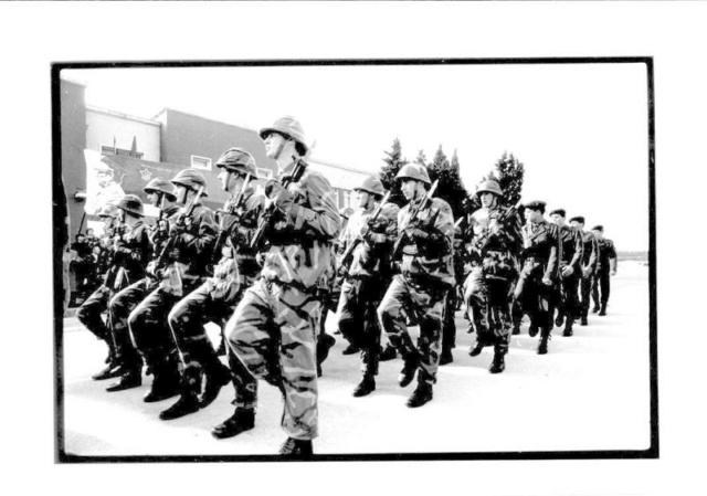 Činovi u vojsci i brojno stanje oficira JNA.  139bmp11
