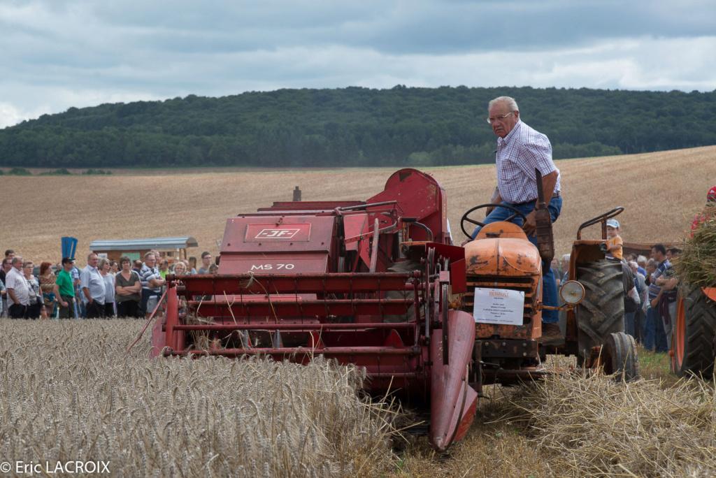 Les tracteurs RENAULT manifestent en photo... 2017_021