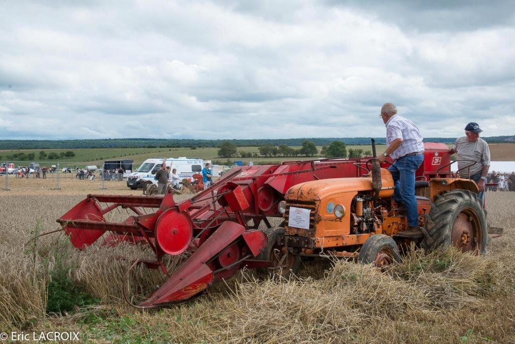 Les tracteurs RENAULT manifestent en photo... 2017_023