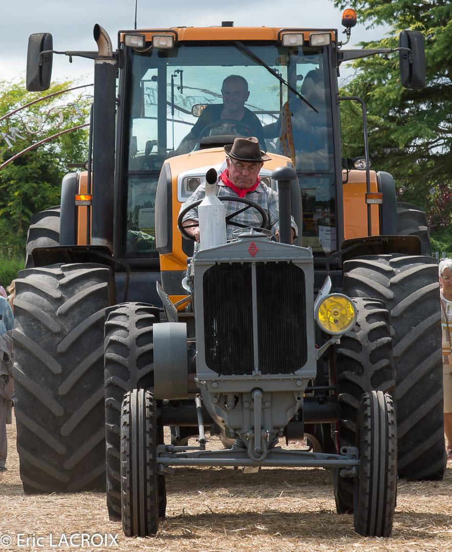Les 100 ans du tracteur RENAULT en photo... 2018_011