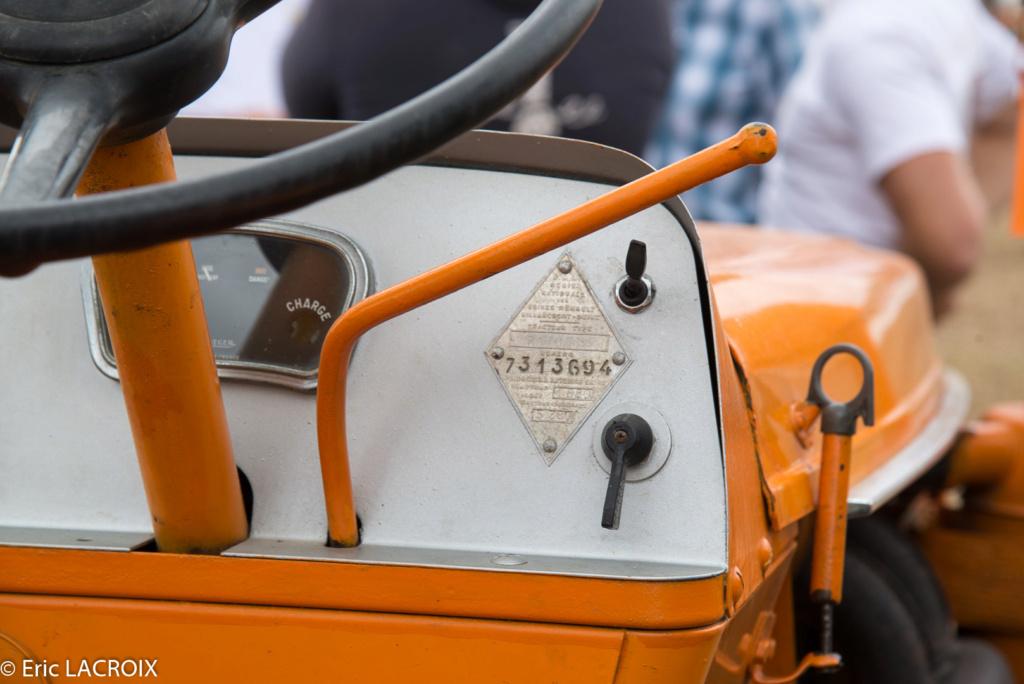 Les 100 ans du tracteur RENAULT en photo... - Page 17 2018_394