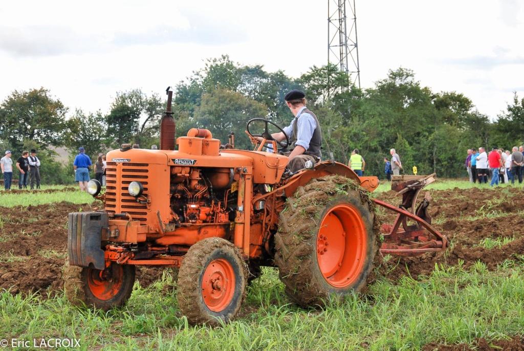Les tracteurs RENAULT manifestent en photo... St_lou10