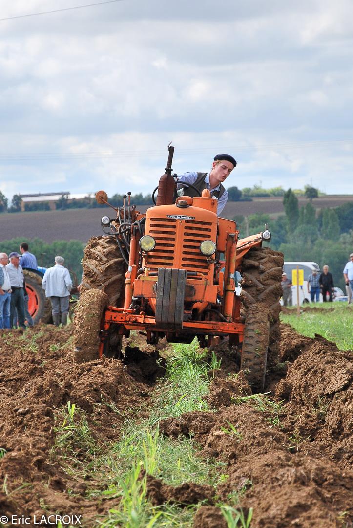 Les tracteurs RENAULT manifestent en photo... St_lou11