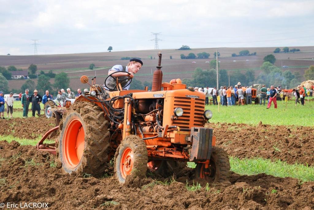 Les tracteurs RENAULT manifestent en photo... St_lou12
