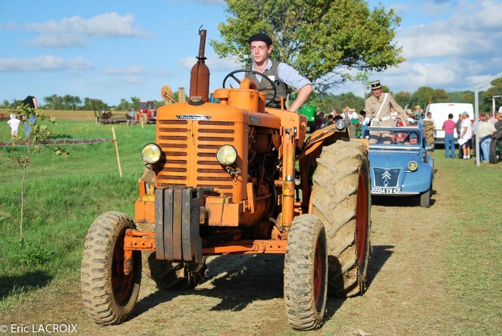 Les tracteurs RENAULT manifestent en photo... St_lou14