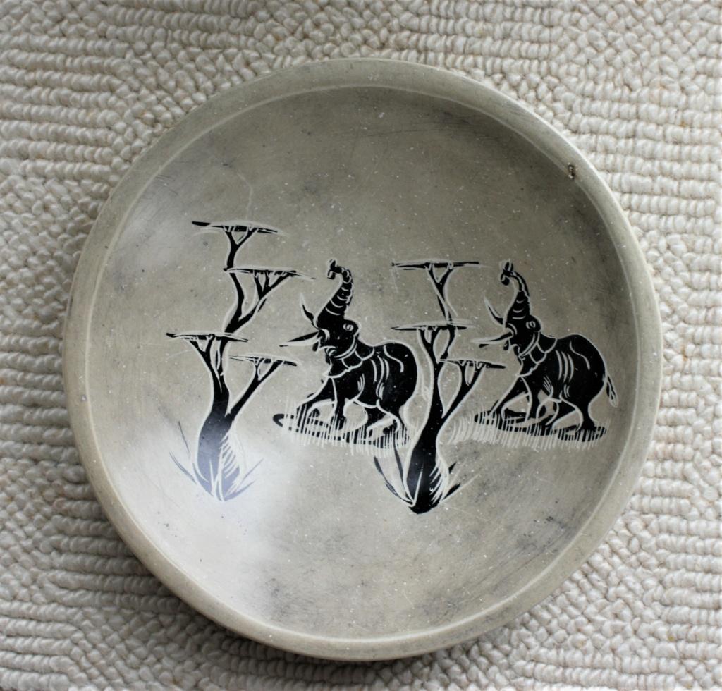 Elephants, carved Kenyan soapstone bowl  Elepha10