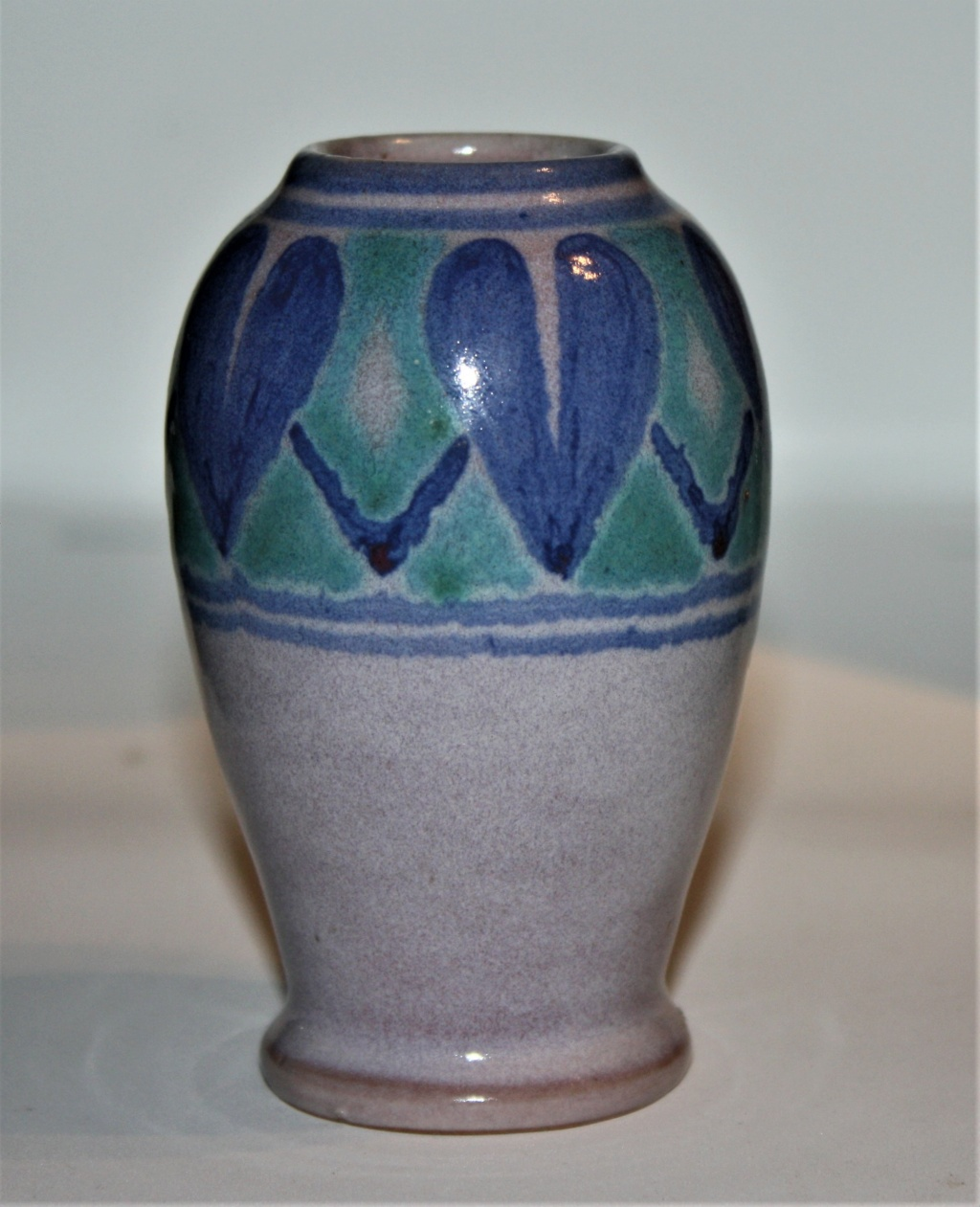 Early isle of wight vase. Samuel Saunders Isle_o10