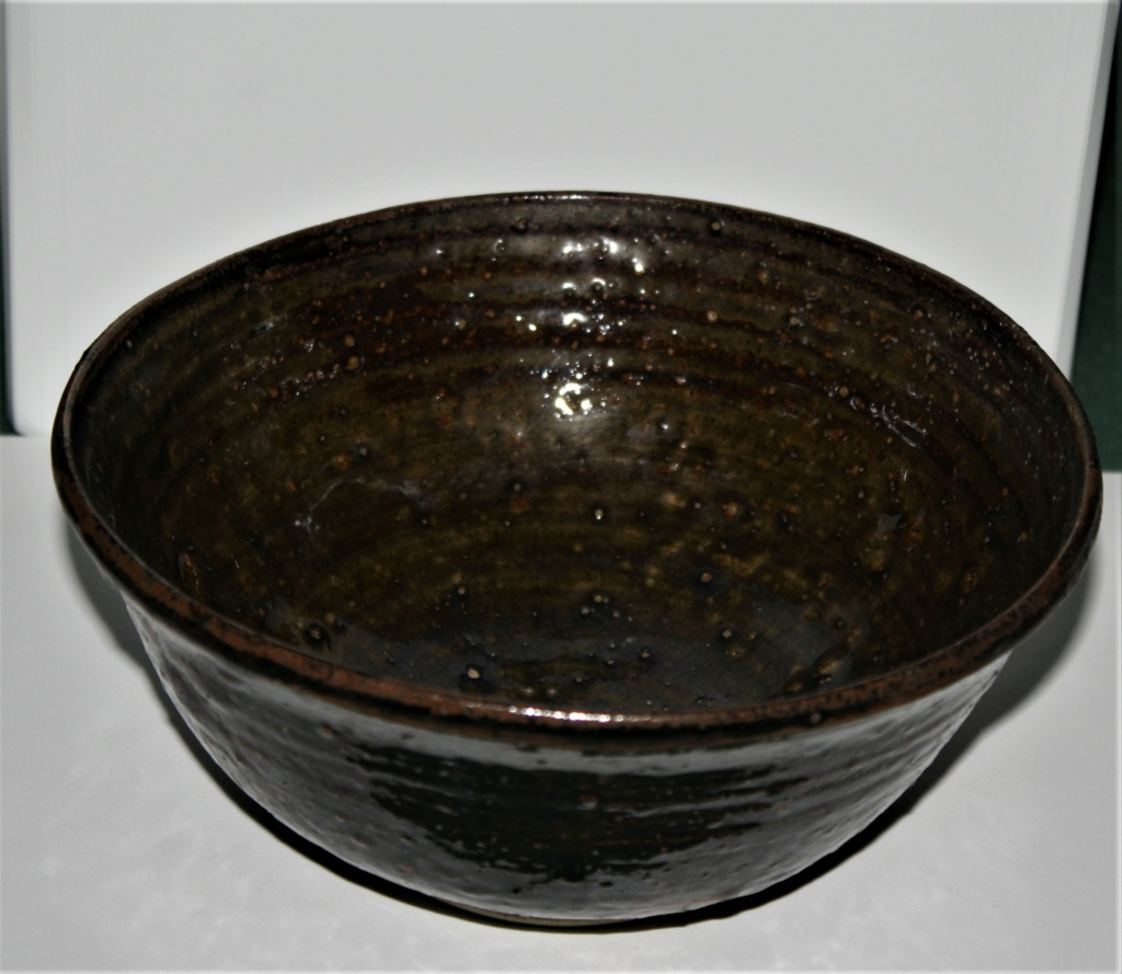 Is this bowls potter or history known to anyone please  Temuko10