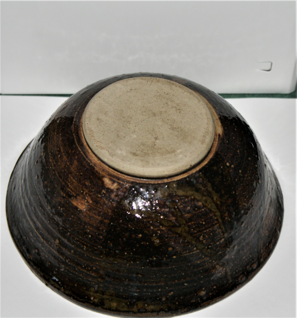 Is this bowls potter or history known to anyone please  Temuko11