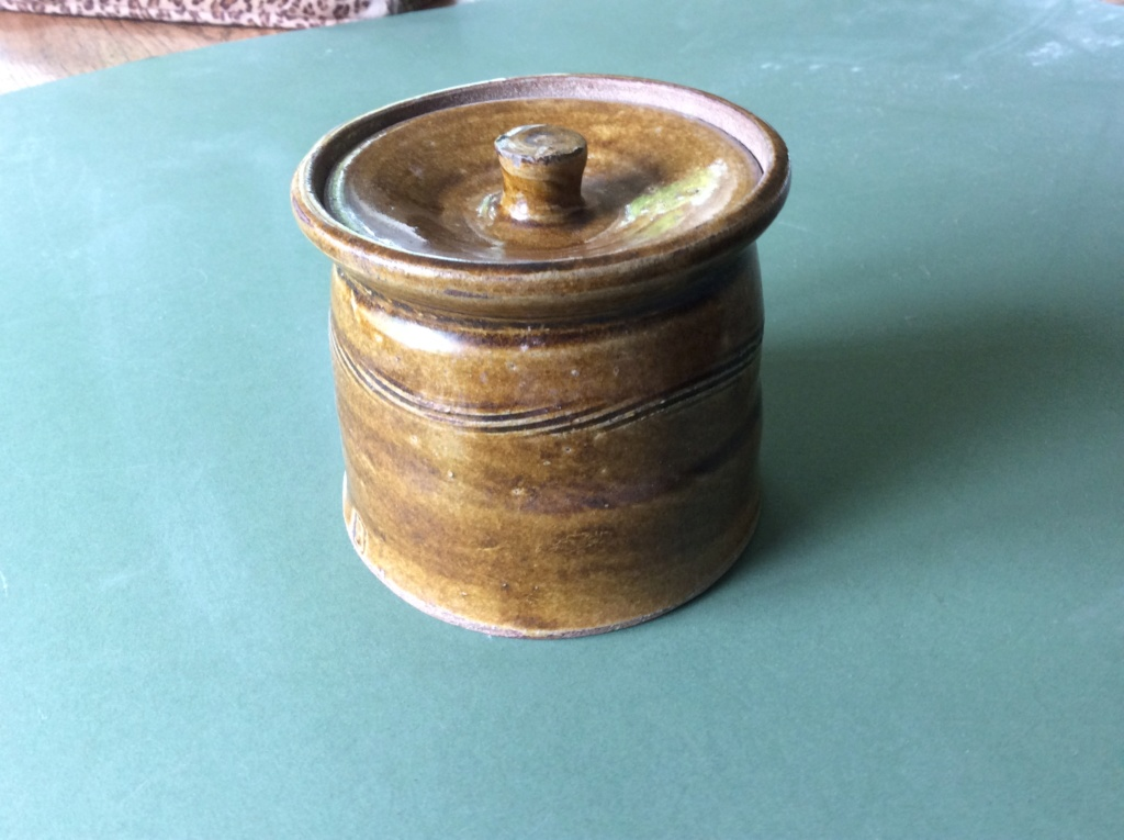 Small lidded pot with B mark - possibly Boscean Pottery  26aa6c10