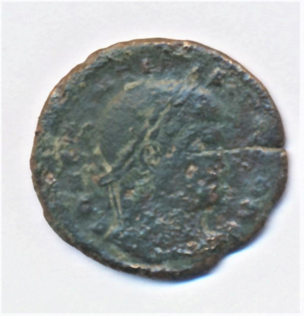 AE3 de Constantino II. CAESARVM NOSTRORVM/ VOT X. Trier  Img_0021