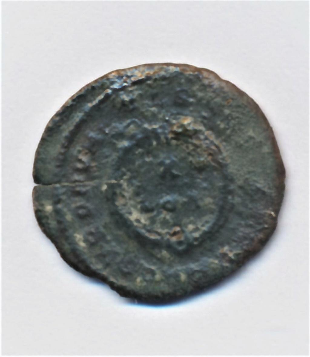 AE3 de Constantino II. CAESARVM NOSTRORVM/ VOT X. Trier  Img_0022