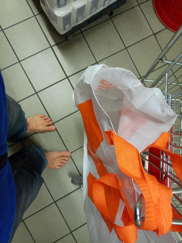 Problemi ad entrare scalzi nei supermercati - Pagina 2 Img_2011