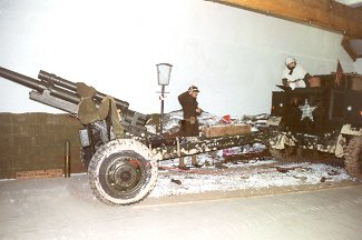 105 mm Howitzer M2A1-Carriage M2A2 0570410