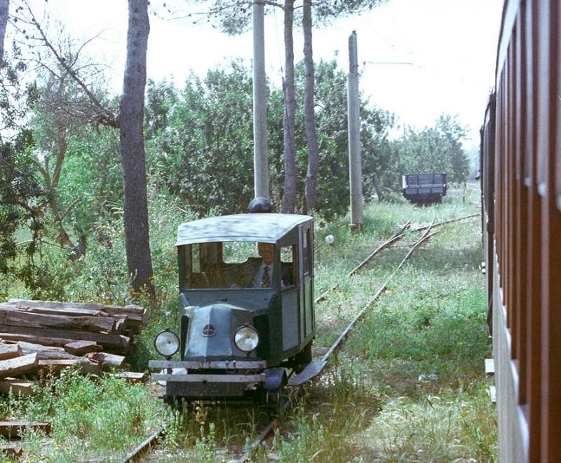 Camió que podria convertir-se en dresina... algun dia  23087111