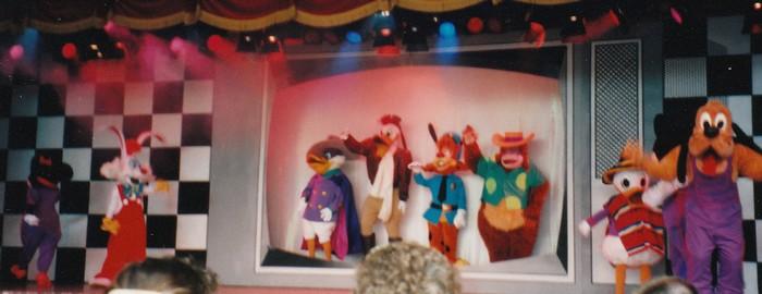 Que sont devenus les anciens personnages? - Page 3 Mickey11