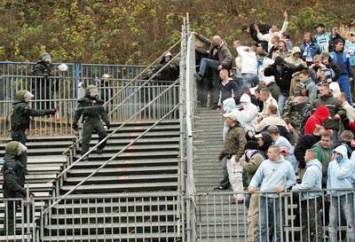 Les ultras et la police Envoi210