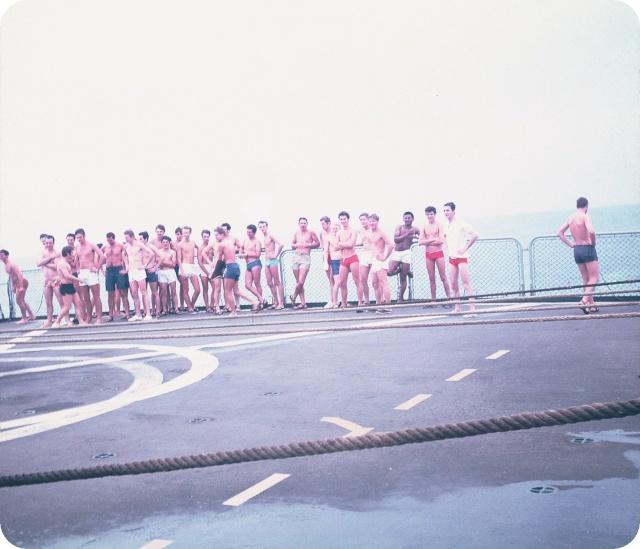 [ Les traditions dans la Marine ] LE PASSAGE DE LA LIGNE - ÉQUATEUR (Sujet unique) - Page 5 F1000021