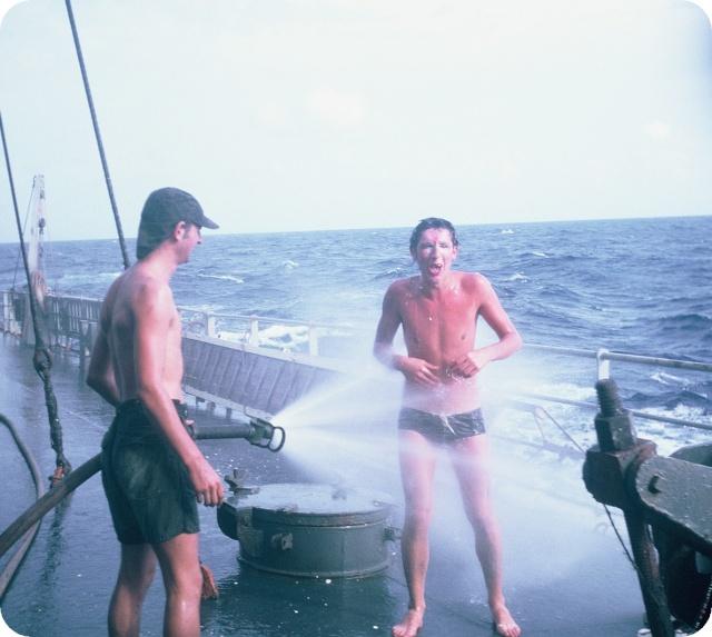 [ Les traditions dans la Marine ] LE PASSAGE DE LA LIGNE - ÉQUATEUR (Sujet unique) - Page 5 F1010010