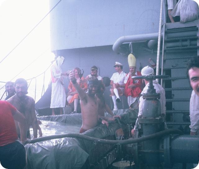 [ Les traditions dans la Marine ] LE PASSAGE DE LA LIGNE - ÉQUATEUR (Sujet unique) - Page 5 F1010013