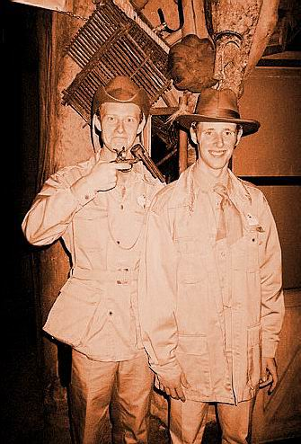 Les costumes des Cast members - Page 3 Sepia_10