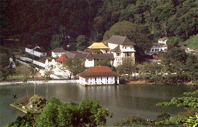 Les lieux sacrés - Héritage spirituel du Monde. - Page 2 Kandy_10