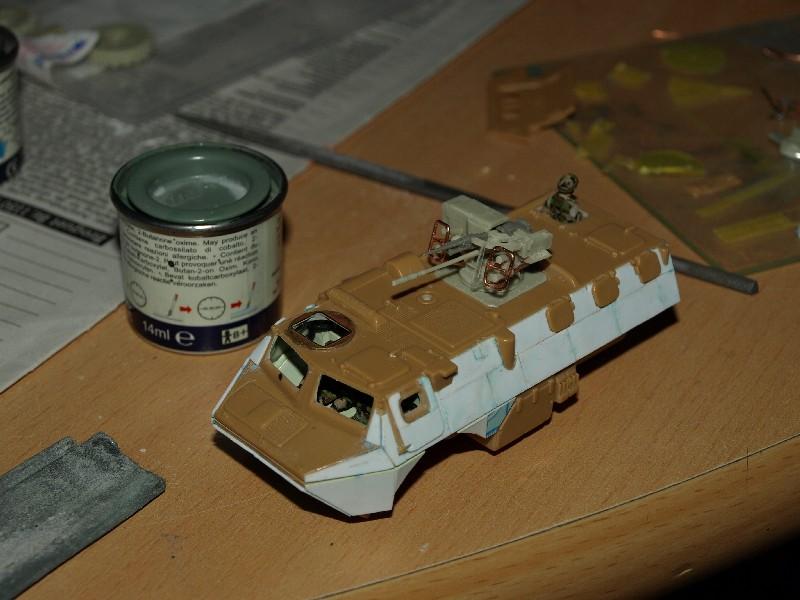 VAB T20-13 [HELLER+AZIMUT] 1/72. Fin, le 22/11/2010. - Page 4 P1016824