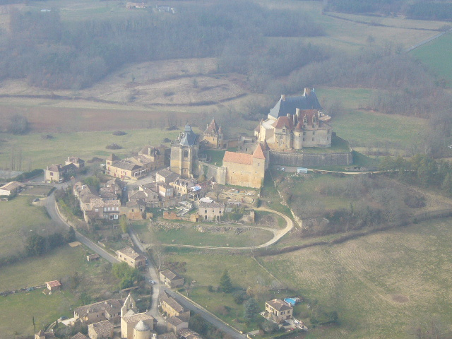 Châteaux de la Dordogne à 500 ft sol en cessna 172 P1050510