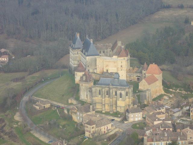 Châteaux de la Dordogne à 500 ft sol en cessna 172 P1050511